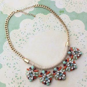 Jewelry - Dramatic Statement necklace